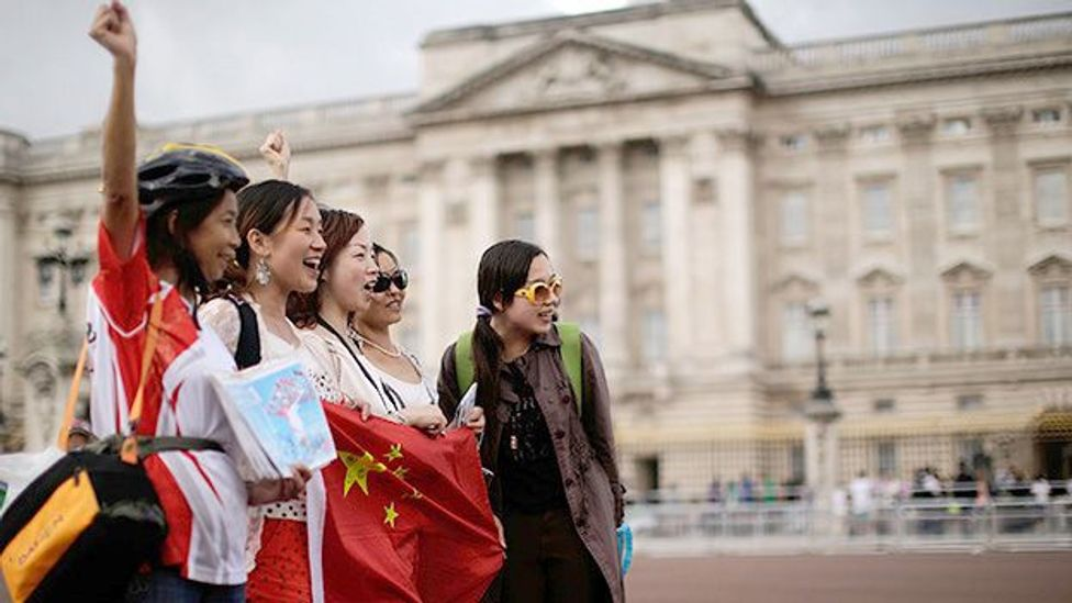Chinese tourists outside Buckingham Palace, England. (Getty)