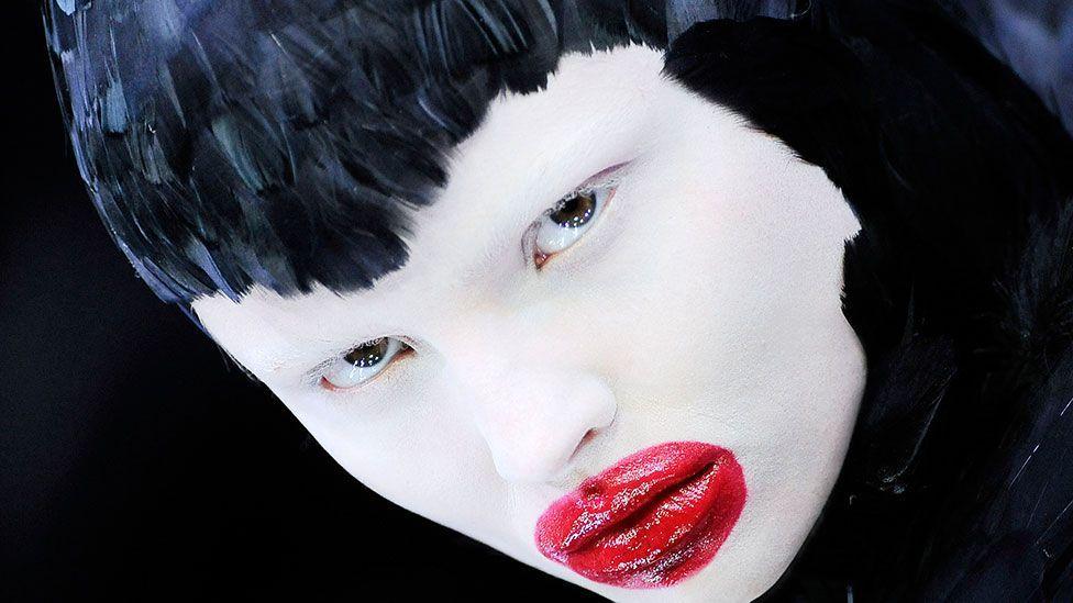 Alexander Mcqueen Fashion S Dark Fairytale Bbc Culture