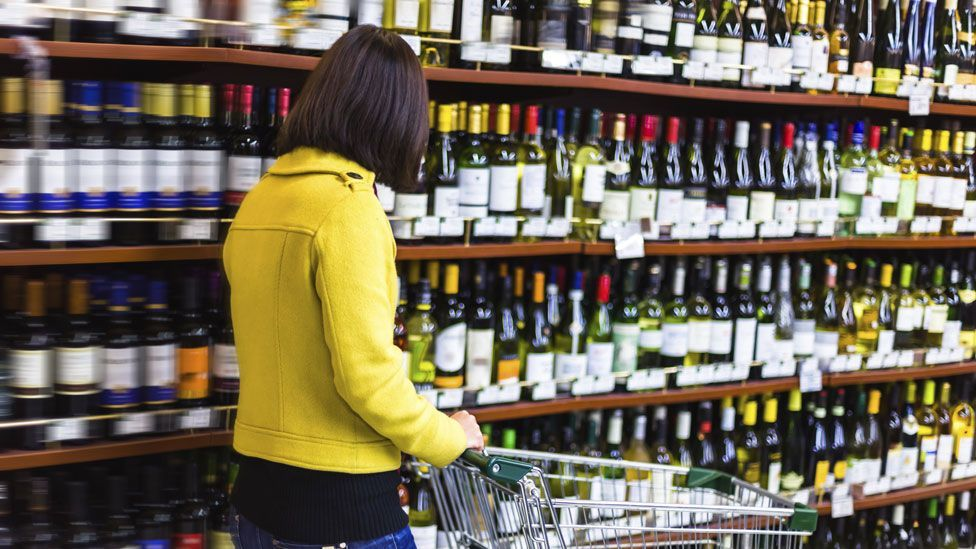 Playing French music in a supermarket makes you unwittingly buy French wine (Credit: Thinkstock)
