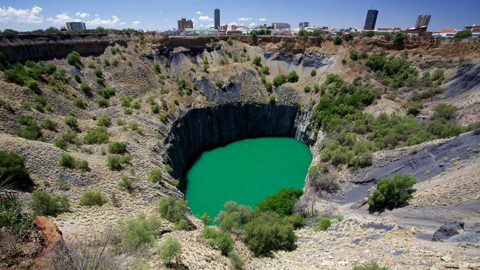 """The """"Big Hole"""" in South Africa (Credit: David Brossard/Flickr/CC BY-SA 2.0)"""