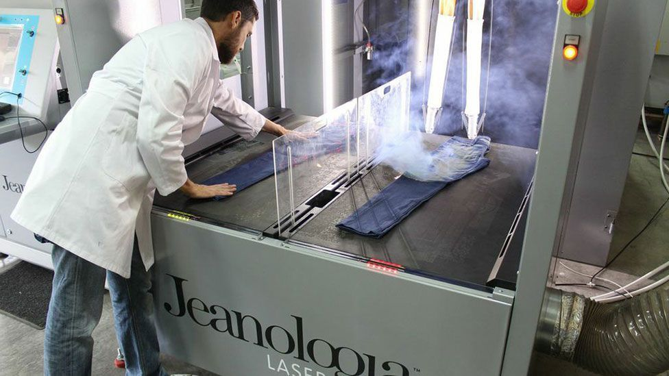 The Jeanologia laser machine at work (Credit: Jeanologia)