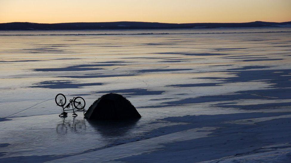 Dusk on frozen Lake Khövsgöl (Credit: Stephen Fabes)