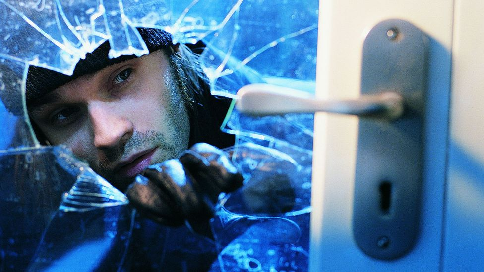 Professional burglars have a complex cognitive toolbox of advanced, automatic skills – much like a chess player or tennis star. (Credit: Getty Images)