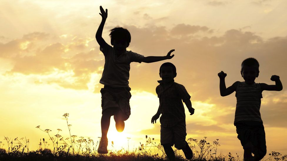 Children show 'proactive' kindness, unlike our close relatives (Credit: Thinkstock)