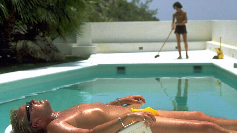 In Jonathan Glazer's Sexy Beast, Ray Winstone plays a retired gangster enjoying life by the pool (Credit: United Archives GmbH / Alamy)