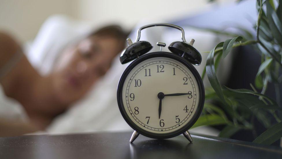 One way to ensure better sleep is keep wake-up times regular (Credit: Thinkstock)