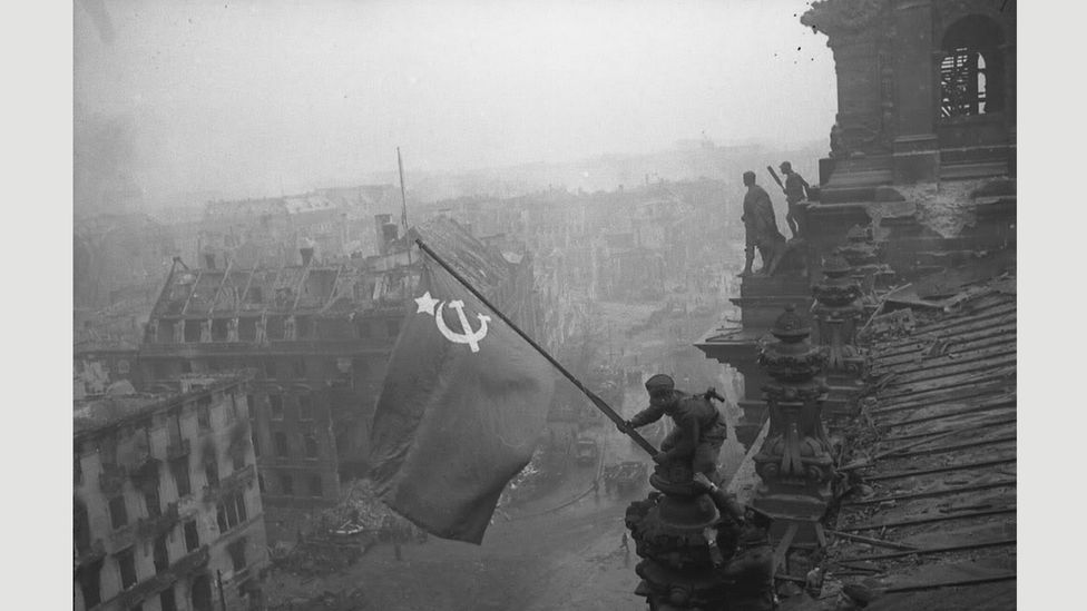 German Reichstag, Berlin, May 1945 (Credit: Yevgeny Khaldei)