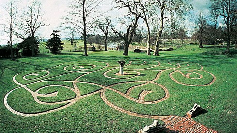 Fisher's labyrinth in the grass at Parham Park in Sussex, England (Credit: Adrian Fisher/Adrian Fisher Design)