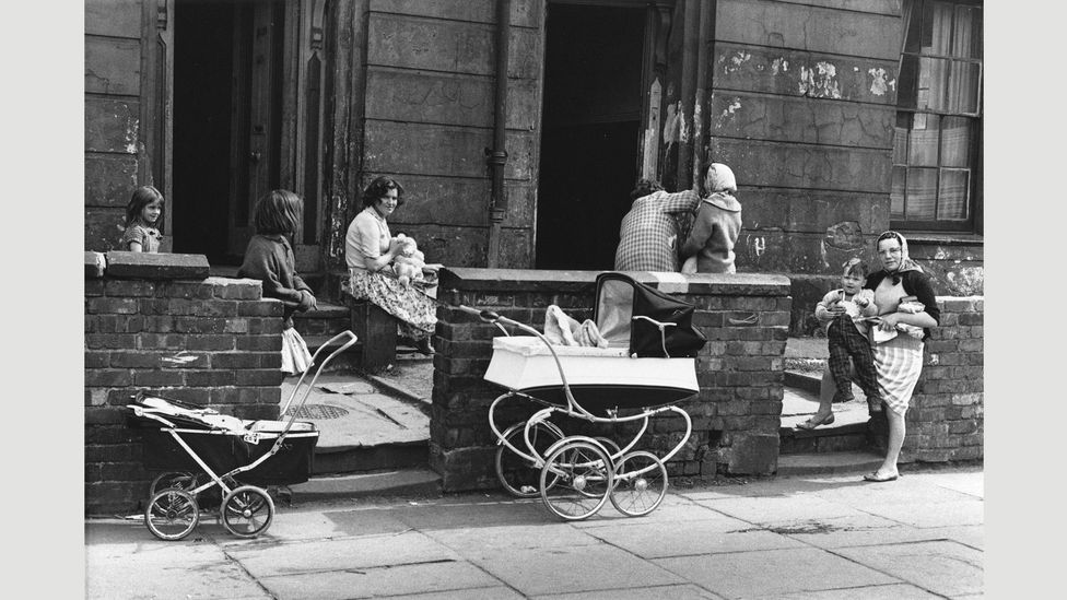 Near Upper Brook St, Manchester, 1964 (Credit: Shirley Baker Estate/Mary Evans Picture Library)