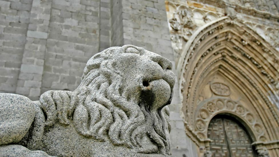 A majestic lion statue guards Ávila's cathedral (Credit: Javier García Blanco/Thinkstock)