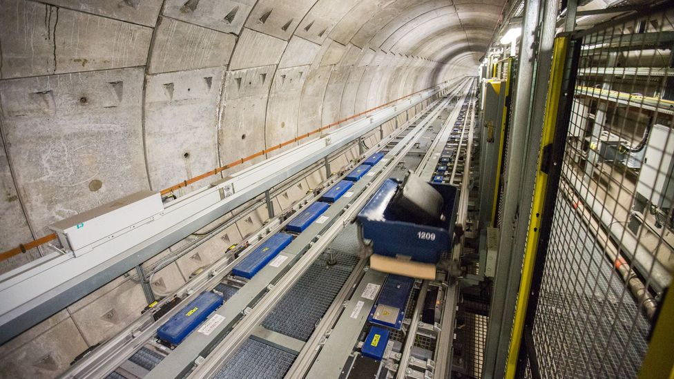 A 1,200m conveyor carries the bags below the surface (Credit: Heathrow Airport)