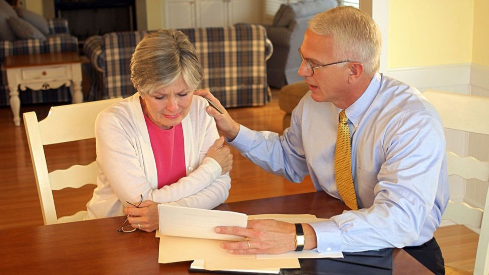 Legal documents such as living wills serve as a roadmap for your parents' care (Credit: Thinkstock)