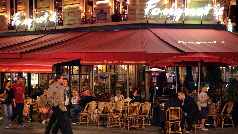 Restaurants along the Champs-Élysées (Credit: Peter Phipp/Travelshots.com/Alamy)