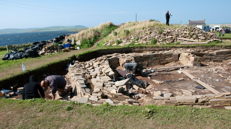 Archaeologists dig at the Ness of Brodgar on the last day of the 2015 season (Credit: Amanda Ruggeri)