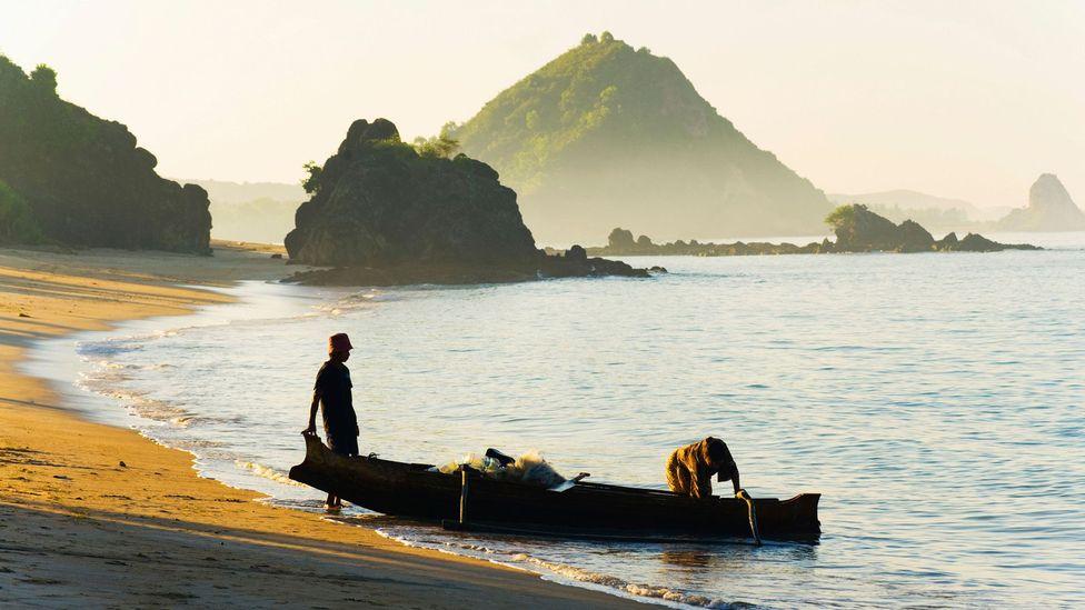 Fishermen returning with the daily catch in Lombok, Indonesia (Credit: Matthew Williams-Ellis/robertharding/Alamy)