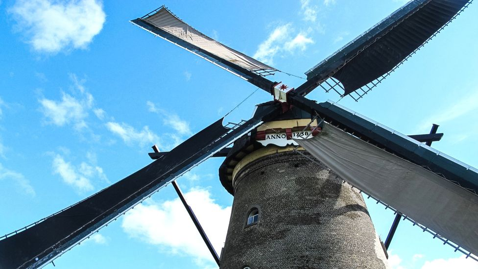 At Kinderdijk, windmill sails spin and whip around (Credit: Ann Babe)