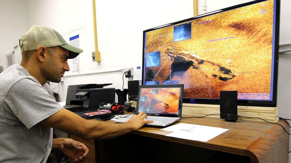 ROV pilot Oded Ezra scans the undersea scene (Credit: Chris Baraniuk)
