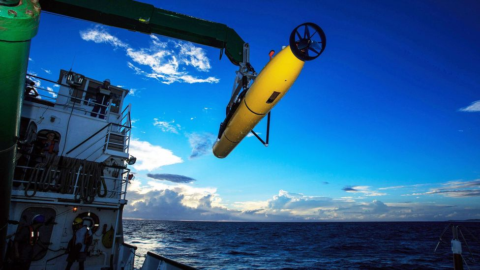 An underwater autonomous vehicle gets ready to probe the ocean depths in the hunt for treasure (Credit: Bluefin Robotics)
