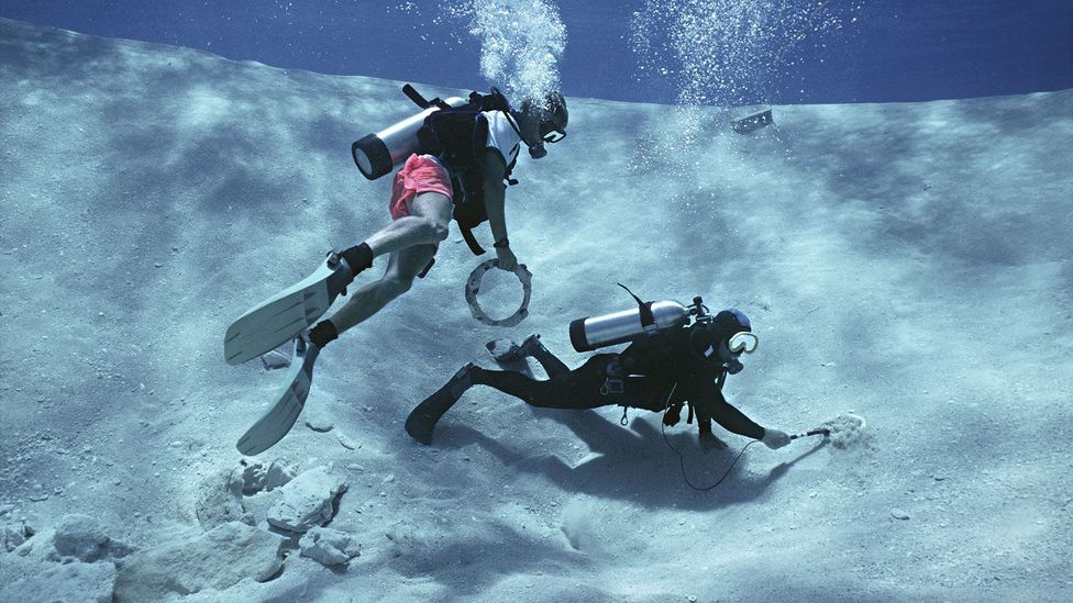Automated robots do much of the leg-work of a treasure hunt, before divers get their hands on the gold (Credit: Getty Images)