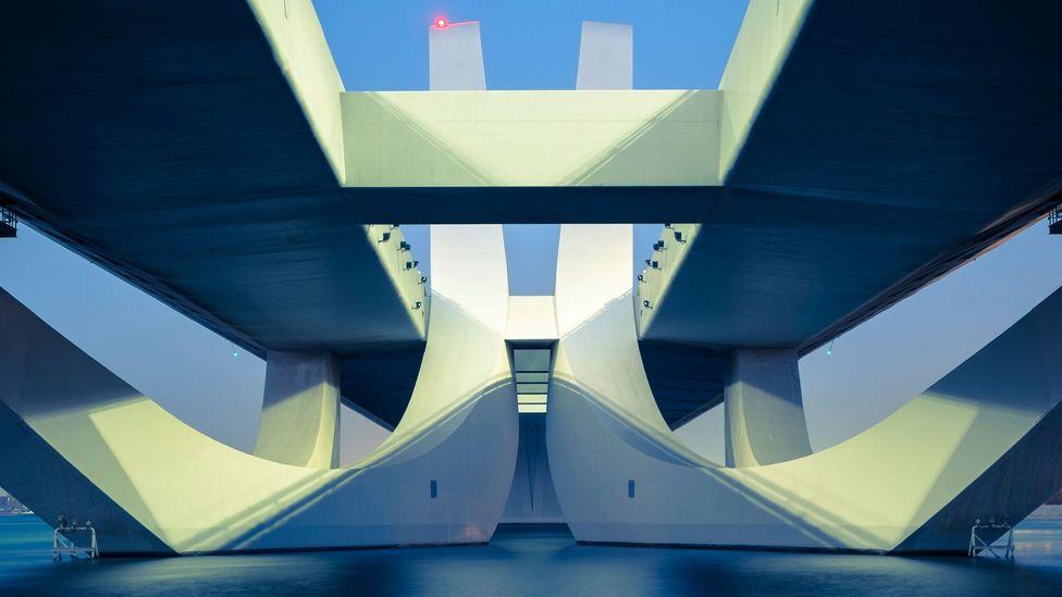The Sheikh Zayed Bridge in Abu Dhabi by Zaha Hadid. (Credit: Urbanmyth/Alamy Stock Photo)