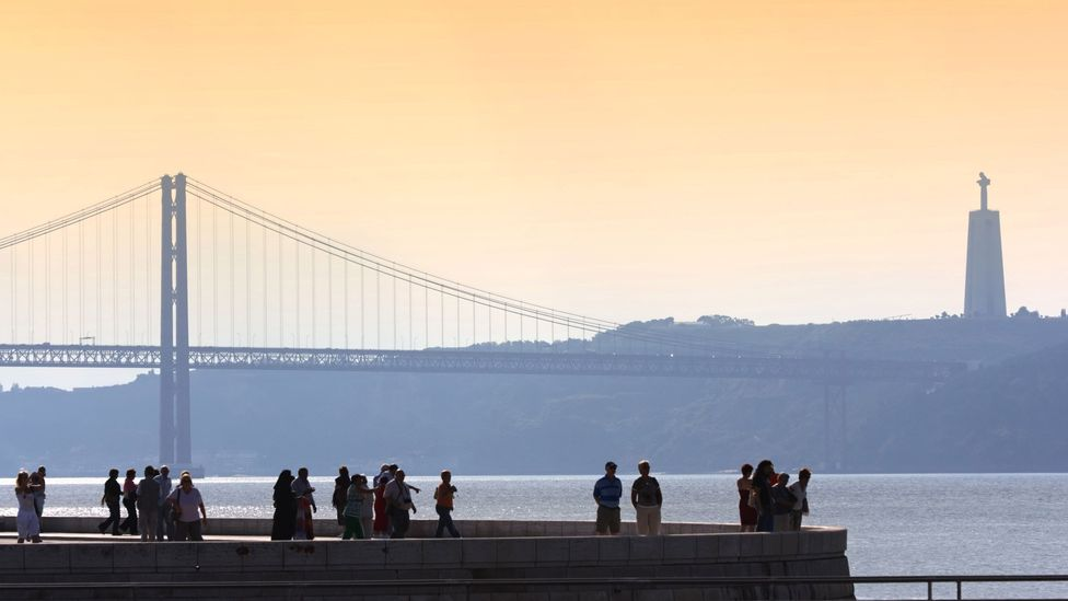 25 de Abril bridge crosses the Tagus river (Credit: Turismo de Lisboa)