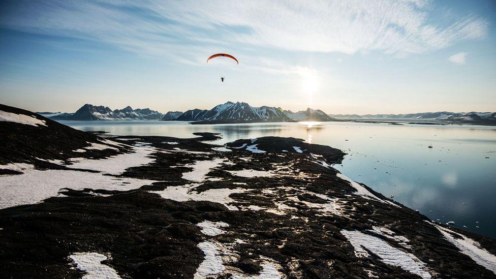 Paragliding over the lonely landscapes of southern Svalbard. (Credit: Daniel Hug)