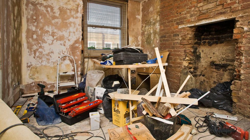 Don't pay too much too soon and end up left with a contractor who quits mid-work. (Credit: Alamy)