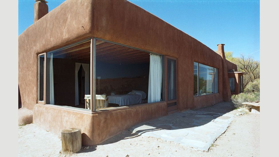 Both of O'Keeffe's New Mexico homes were built in the Adobe style: low buildings made of straw and mud (Credit: Georgia O'Keeffe House, Abiquiu 5, Exterior)