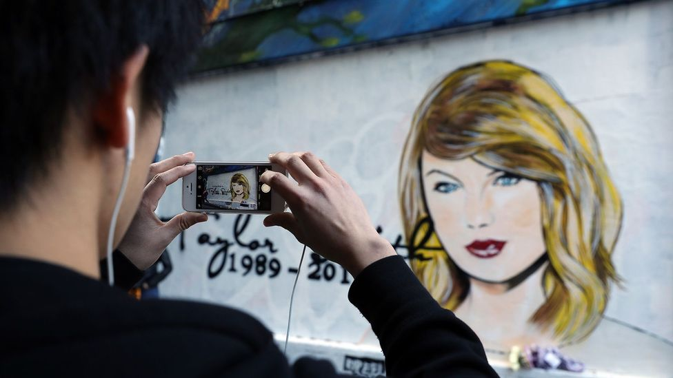 A mural by Melbourne graffiti artist 'lushsux', in reaction to Taylor Swift's media spat with Kim Kardashian (Credit: Getty Images)