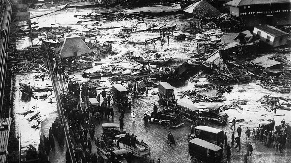 The tidal wave of molasses killed 21 and injured than 150 people (Credit: Boston Globe/Wikipedia)
