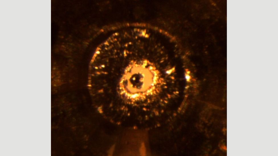 The view of a sample being crushed inside a pressure chamber of the diamond anvil cell (credit Natalia Dubrovinskaia et al/Scientific Advances)