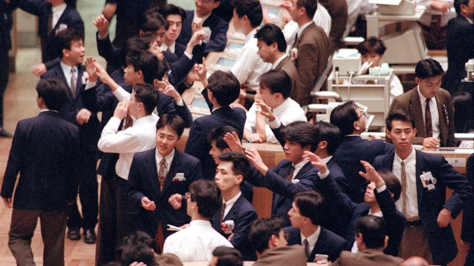 Dealers work on the floor of the Tokyo Stock Exchange in March 1992 (Credit: Getty Images)