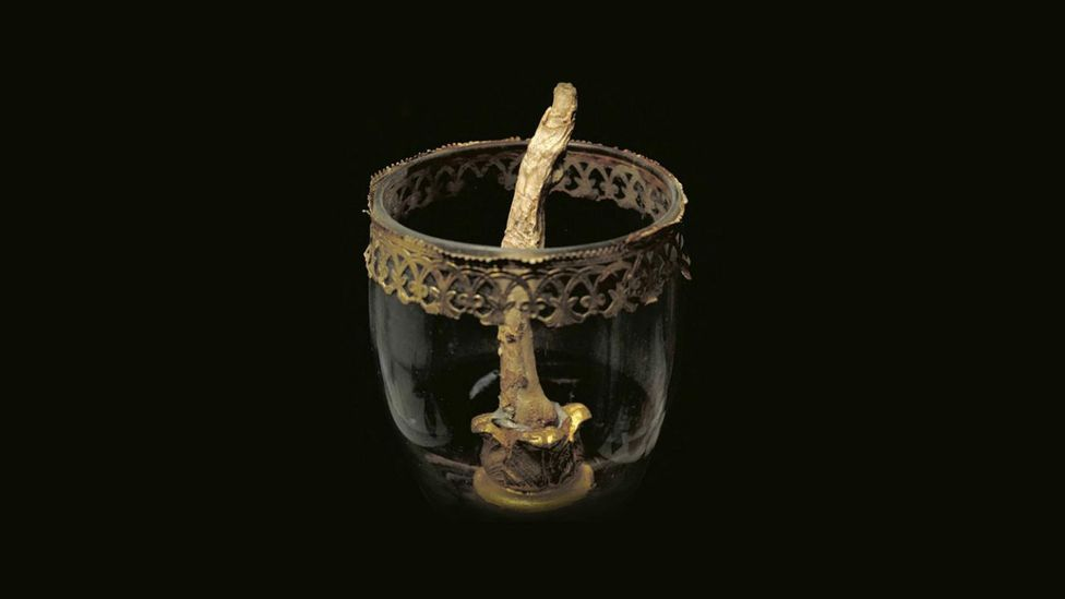 Renaissance astronomer Galileo Galilei's thumb and middle finger are now on display in Florence (Credit: Artscatter)