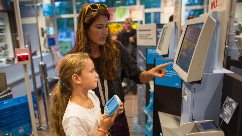 Albert Heijn opens a grocery store without cashiers, the first supermarket in the Netherlands where you can pay by self-scan (Credit: Ton Koene/VWPics/ Alamy)
