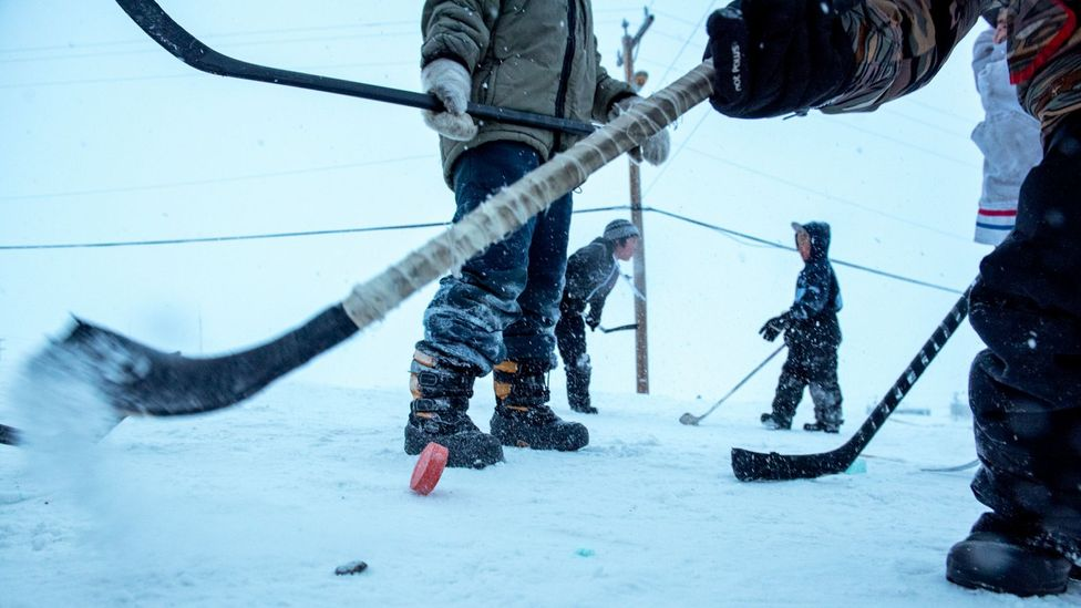 Children in the Inuit town play hockey in -25C weather (Credit: Eric Guth)