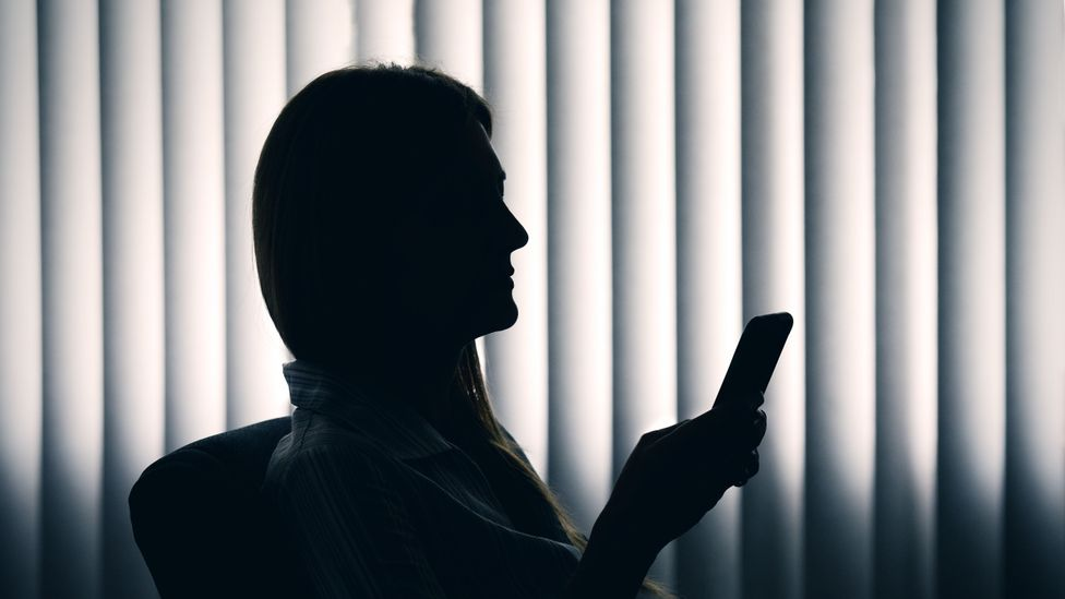 Scared of the phone? Here's how to overcome that fear - BBC Worklife