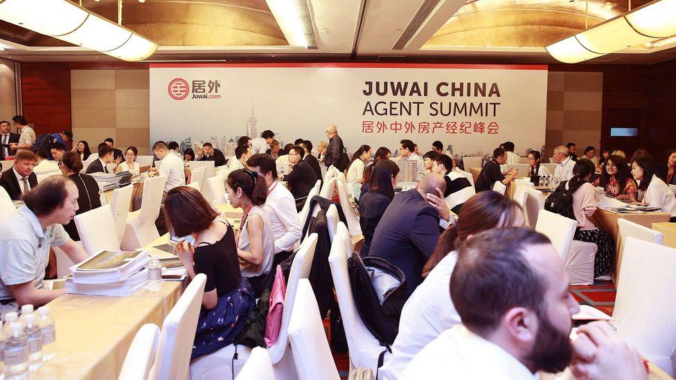 Chinese and international agents network at a Juwai.com Agent Summit in Shanghai (Credit: Juwai.com)