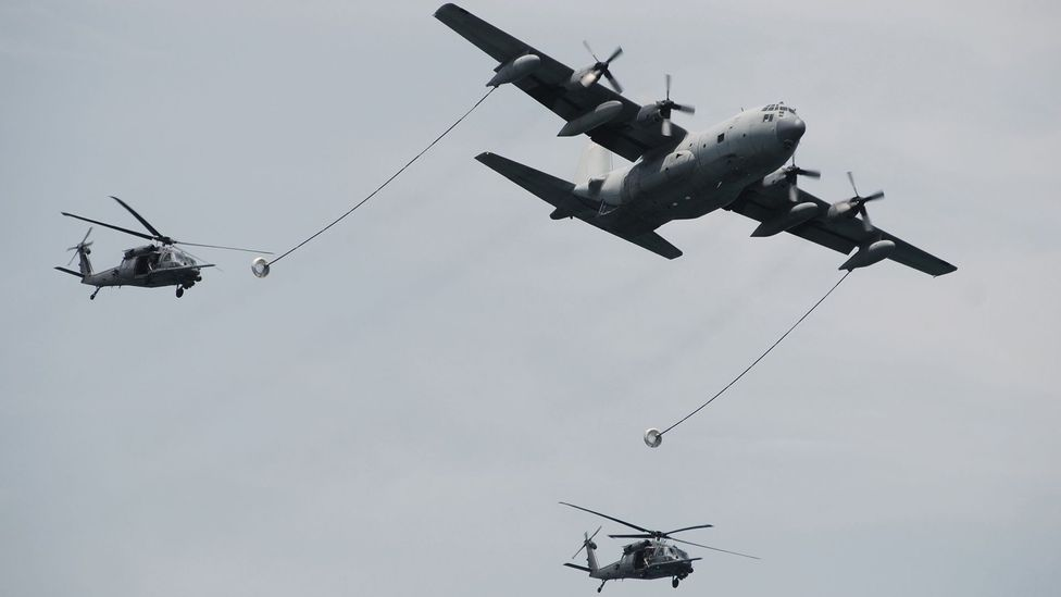 Refuelling helicopters in flight has proven much trickier than refuelling conventional planes (Credit: iStock)
