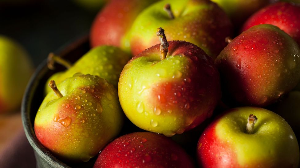 Apples are one food that can lessen the pungent odour of garlic (Credit: iStock)