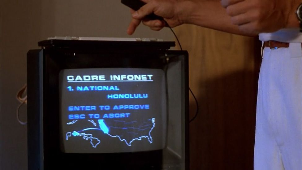 Schwarzenegger's attempt to buy a flight to Hawaii using something called the Infonet (Credit: Braveworld/TriStar)