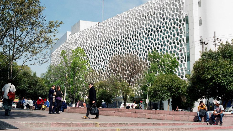 The HospitalManuel GeaGonzalez in southern Mexico City is coated in a catalyst that reduces nitrogen dioxide to a harmless salt (Credit: Elegant Embellishments)