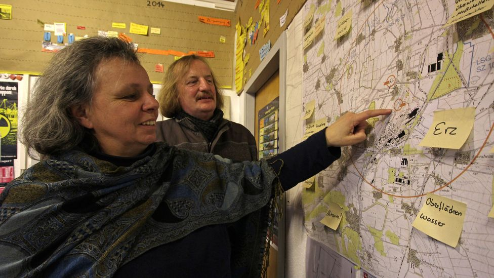 Campaigners Ludwig Wasmus and Ursula Schönberger help run an anti-nuclear information centre in the local village (Credit: Chris Baraniuk)