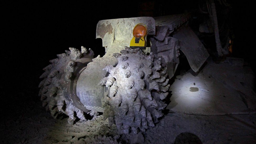 Using machines like this one, the miners cut through 4 metres of rock in 24 hours (Credit: Chris Baraniuk)