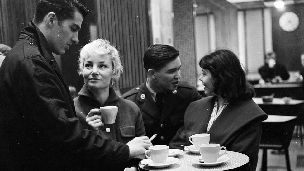 Young people chat in a London coffee shop in 1957 (Credit: Getty Images)