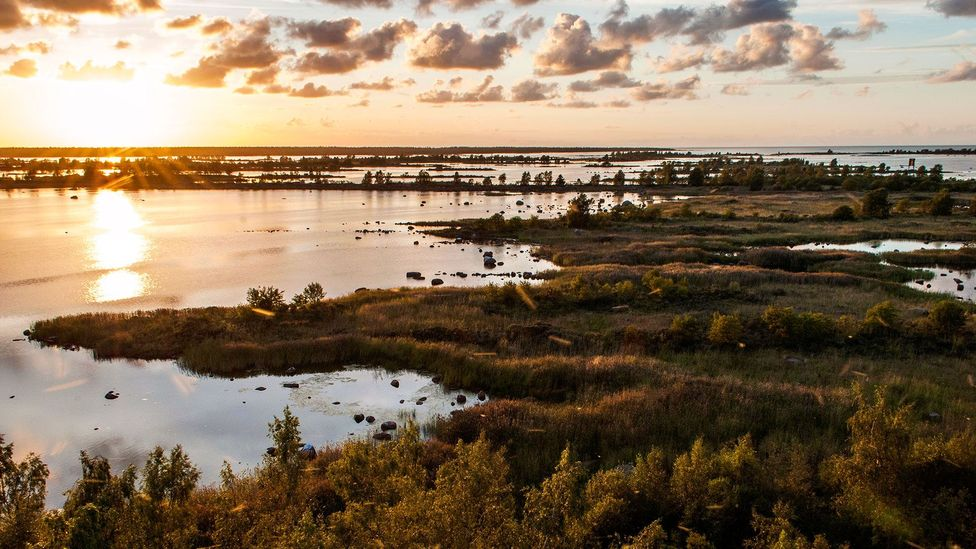 In summer, the sun doesn't set until nearly midnight in the Mustasaari islands (Credit: Jim O'Donnell)