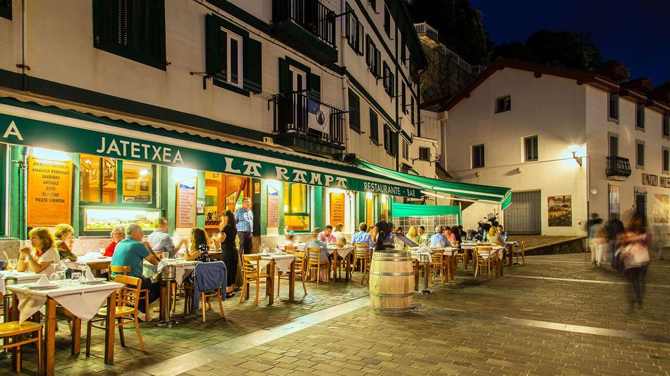 With work days ending at 8pm, Spaniards save their social lives for the late hours (Credit: Stefano Politi Markovina/Alamy)