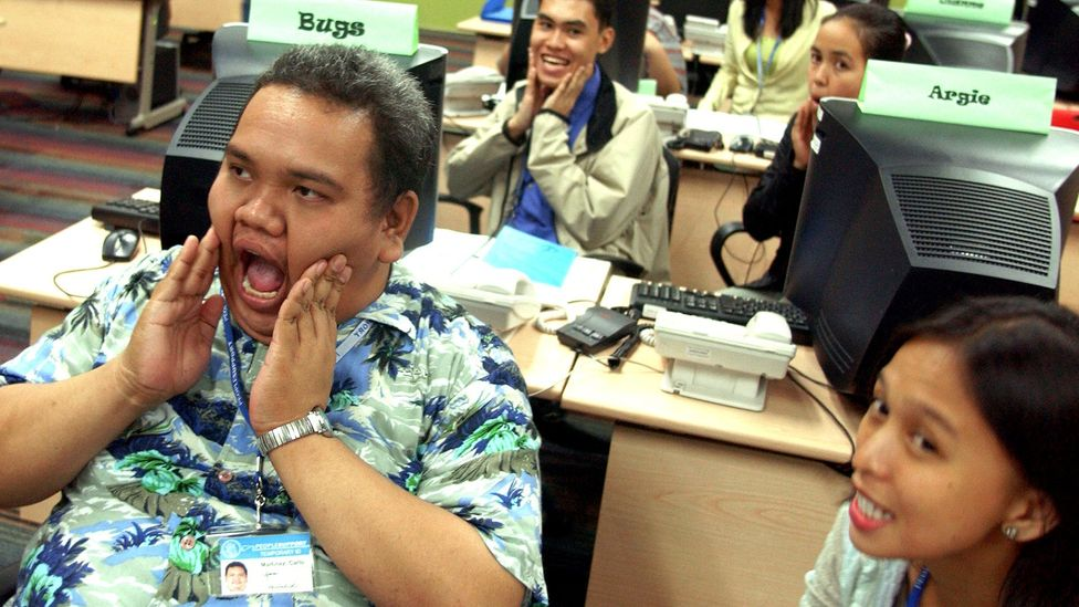 A group of Filipino trainees undergoing a speech exercise at an English language course in Manila in 2006 (Credit: Getty Images)