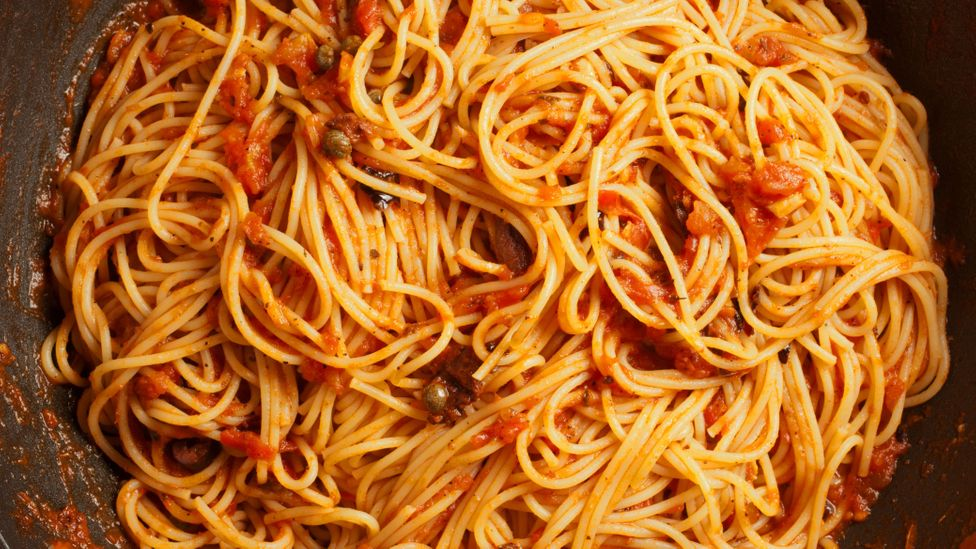 For decades, the fagottari have brought pasta to the beaches – but that tradition may soon be in danger (Credit: The Yarvin Italian Collection/Alamy)