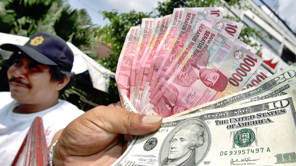 Currency differences can trick you into spending more (Credit: Getty Images)