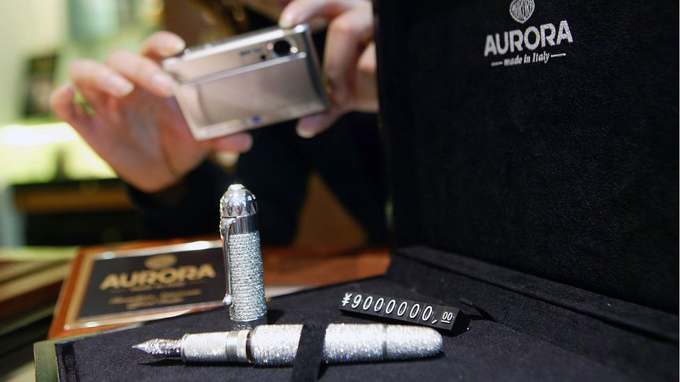 A pen for sale in Shanghai made with platinum and white gold, decorated with diamonds and worth renminbi 9 million ($1.4 million) (Credit: China Photos/Getty Images)